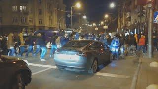 Митингующие против рынка земли разбили стекло в Тесле. Новости Украины
