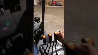 How to drive a Forklift easy
