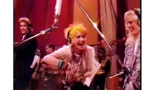Gambar cover Funny 80's Cyndi Lauper moment, rehearsing