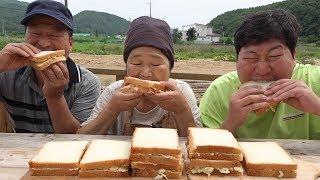 여러 야채 듬뿍 넣은 샐러드로 [[수제 샌드위치(Homemade sandwich)]] 요리&먹방!! - Mukbang eating show