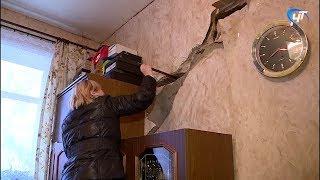 Жильцы дома №16 по Нехинской в панике: в двухэтажке рушится несущая стена