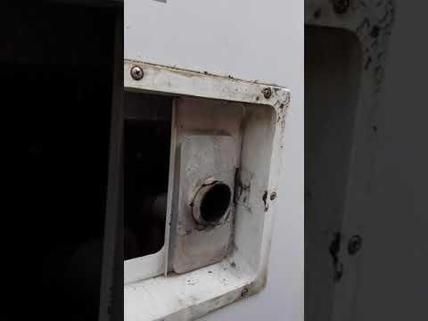 Wohnmobil Kühlschrank defekt. Bei Gasbetrieb klickert es nur. In 2 Minuten repariert durch absaugen!