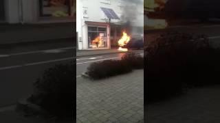 VW Bus brennt & explodiert | Feuerwehreinsatz @Bergneustadt - Kölnerstraße