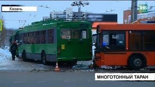 На Сахарова столкнулись автобус и троллейбус - три человека оказались в больнице | ТНВ