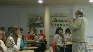 preview picture of video 'Conferencia en el IES Damaso Alonso de Puertollano sobre los gitanos rumanos'