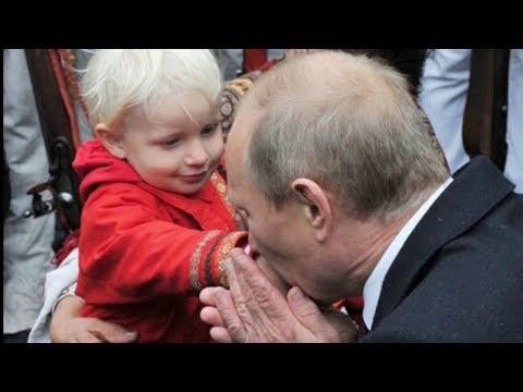 Путин подписал закон об увеличении пособий на детей до трех лет