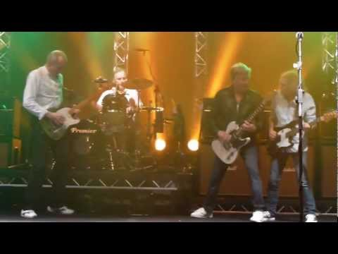 Status Quo Don't Waste My Time. Frantic Four. First Row!! Manchester Apollo 6.3.13