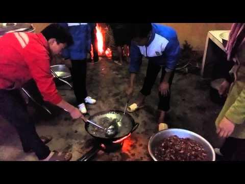 Hướng dẫn HS nấu ăn
