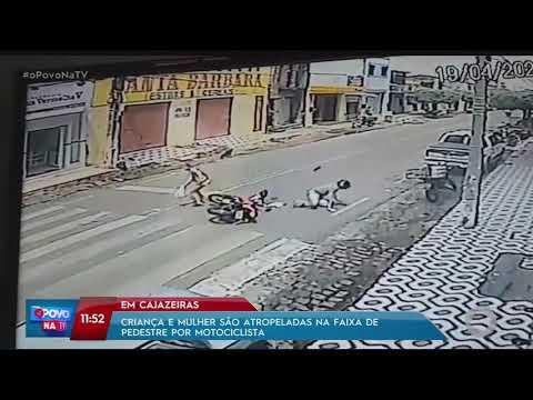 Motociclista atropela mulher e criança na faixa de pedestre
