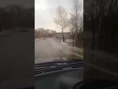 """Автомобиль """"Лада Приора"""" унесла река в Казахстане"""