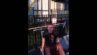 John accepte son Ice Bucket Challenge (2014)