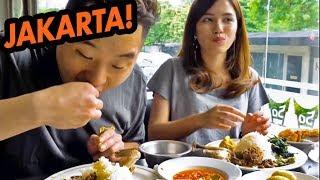 HUGE FOOD CRAWL IN INDONESIA! Padang, Street Food, Obama Nasi Goreng - Asia Tour