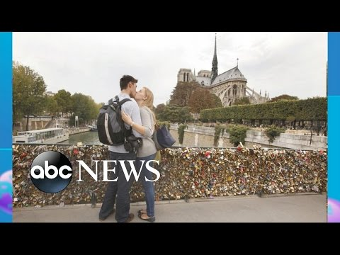 Paris to Sell Bridges' 'Love Locks'