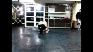 preview picture of video 'Alan Haciendo, Break Dance En Las Torres de Wilde'