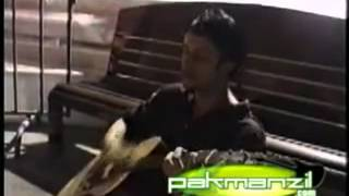 """Atif Aslam Singing for the First time """"Aadat"""""""
