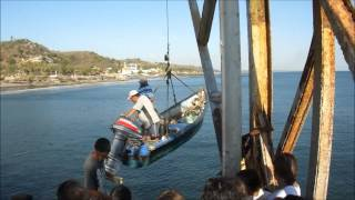 preview picture of video 'Muelle Artesanal del Puerto de La Libertad.'