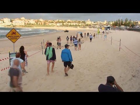 Aussies enjoy beaches after lockdown