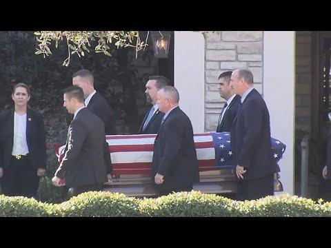 العرب اليوم - شاهد: نقل جثمان الرئيس الأميركي الأسبق جورج بوش الأب إلى واشنطن