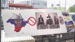 Крымские татары забросали яйцами дом Джемелева