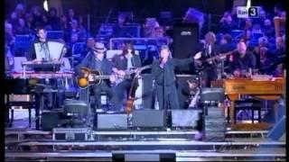 Lucio Dalla - L'anno che verrà (live con De Gregori 2011)
