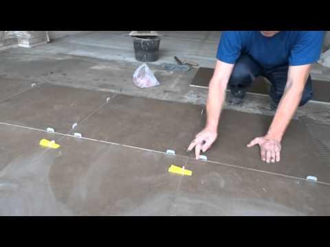 укладка керамогранита на пол без уровня DIY laying porcelain tiles on a floor without level