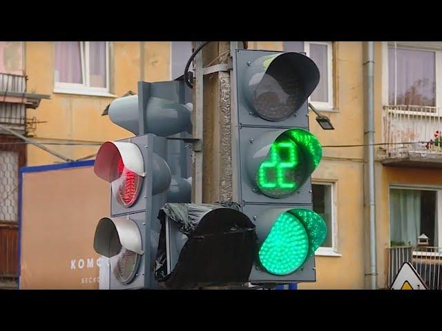 Знак закрывает сигнал светофора