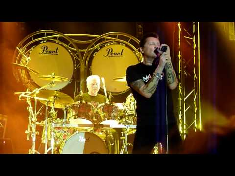 Golden Earring - Johnny Make Believe (HD) (Live @ De Meenthe Steenwijk, 29-10-2011)