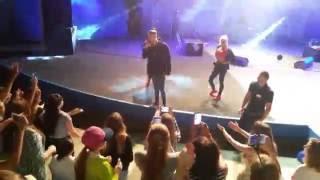 Егор Крид фанаты в конце концерта взбесились)))