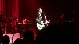 Chris Isaak - Go Walking Down There (Des Moines, IA 8/1/17)