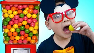 Lyndon And Jannie Pretend Play With Magic Mickey Mouse And Elsa Gumball Machine Toys Video For Kids