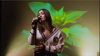 Jasmine Thompson & Zedd – Funny (Stripped) [Live]