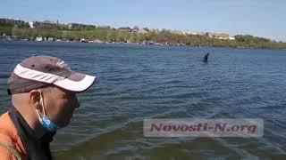 В Николаеве спасатели накануне летнего сезона обследуют акватории у пляжей. ВИДЕО