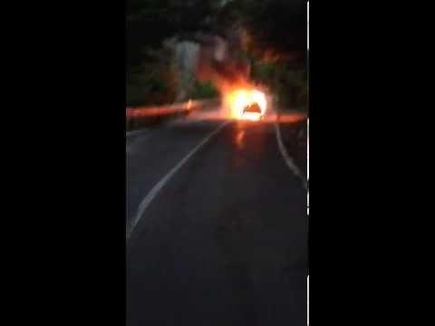 Auto in fiamme al Brinzio