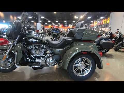 2021 Harley-Davidson Tri Glide Ultra with Chrome Luggage Rack and Bumper!!!