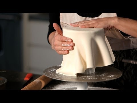 How to Cover a Cake in Fondant | Wedding Cakes