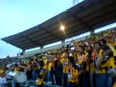 """""""YO SIEMPRE TE VOY A SEGUIR"""" Barra: La Gloriosa Ultra Sur 34 • Club: The Strongest"""