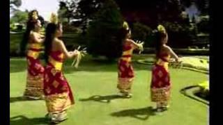 Tari Pendet dari Bali Indonesia