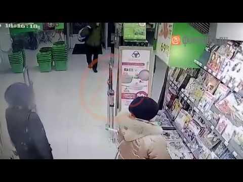 Исполнитель взрыва в «Перекрестке» попал на видео