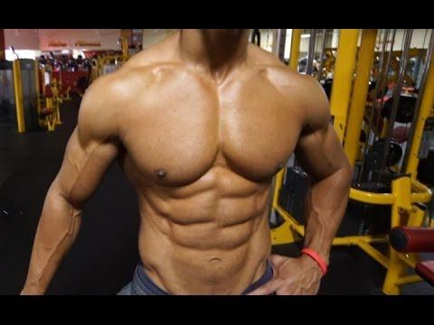 Comme être pressé pour la croissance des muscles pectoraux