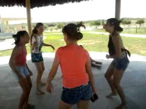 Video das meninas dançando vem com peito