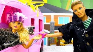 Видео про игрушки и плей до: Кен готовит для Куклы Барби!