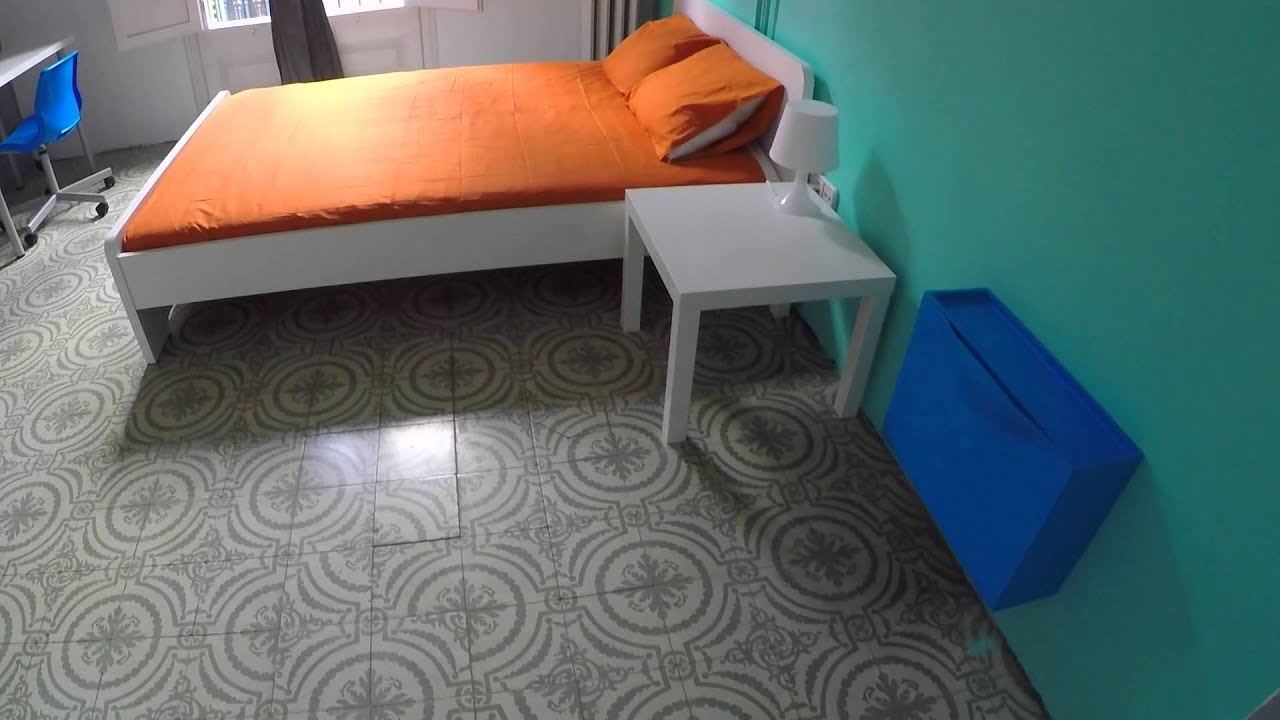 Furnished room with window with street view in shared apartment, El Born