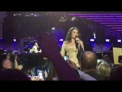 Наташа Королева Ласточка пели всем залом (самый трогательный отрывок с шоу Ягодка, 20.10.2018)
