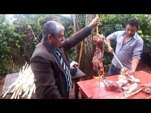Pastor Natanael e prebistero Mário mostrando churrasco em Bela vista da caroba 21/05/17