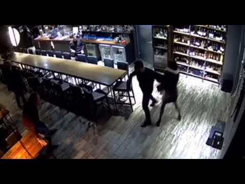 В Томском баре двое мужчин заступились за девушку, дебошир в коме