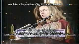 DiFilm - Juana Molina gana Premio Martin Fierro (1992)