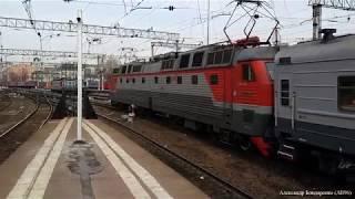 ЧС7 с пассажирским поездом отправляется с Казанского вокзала