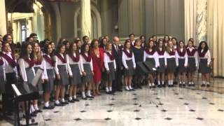 Video: Pequeños Cantores de Valencia, Acto entrega Medalla de Oro, Laura Blasco recoge la medalla.