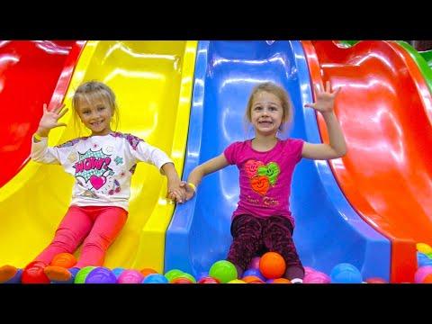 ВЛОГ Ярослава в Развлекательном Центре для Детей! Indoor Playground for kids Play Center! видео