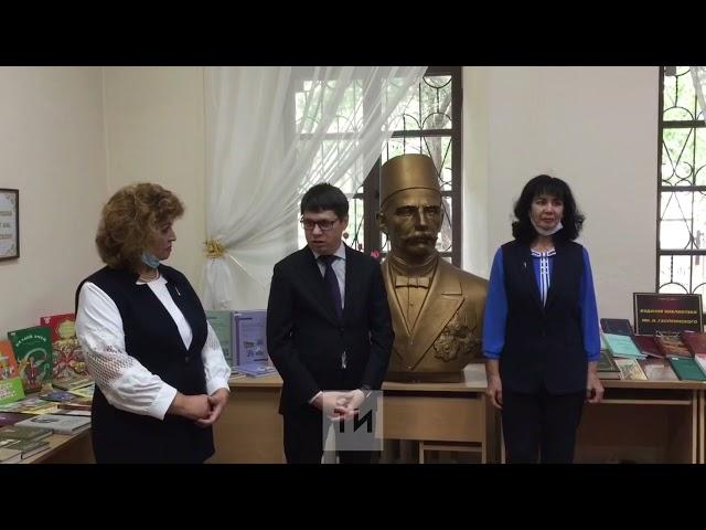 Гендиректор АО «Татмедиа» подарил книги Крымскотатарской библиотеке в Симферополе